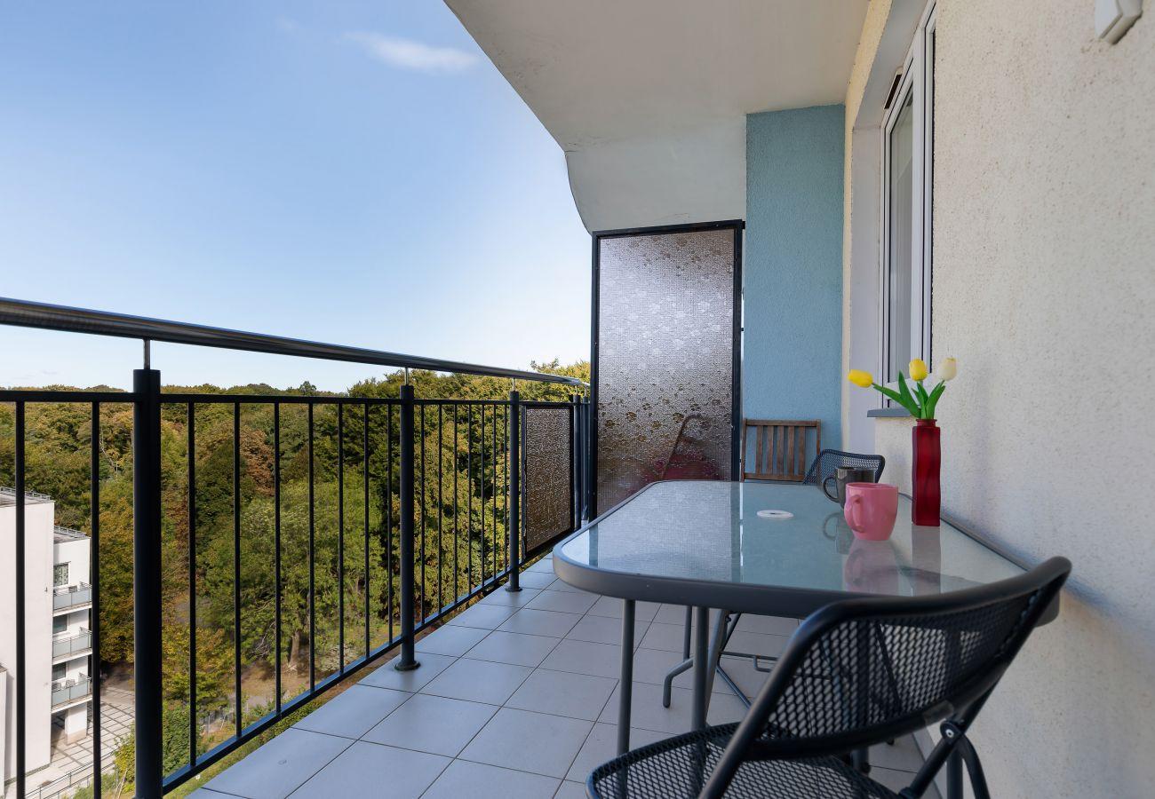 balkon, krzesła, stół, na zewnątrz, widok z zewnątrz, wynajem