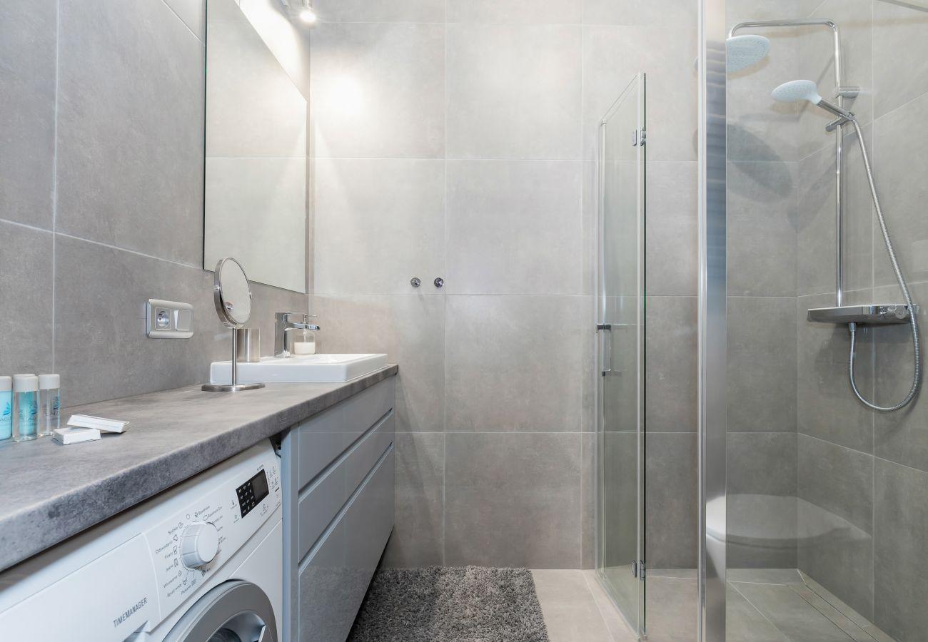 łazienka, prysznic, umywalka, lustro, toaleta, pralka, mieszkanie, wynajem