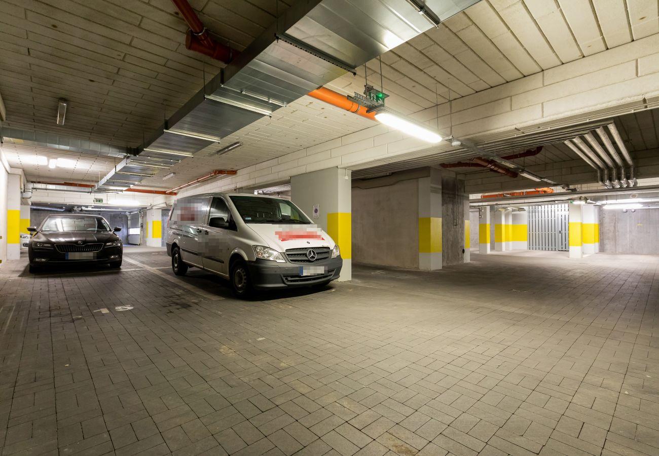 garaż, budynek mieszkalny garaż, budynek mieszkalny parking, parking, budynek mieszkalny, apartament, miejsce pobytu, wynajem