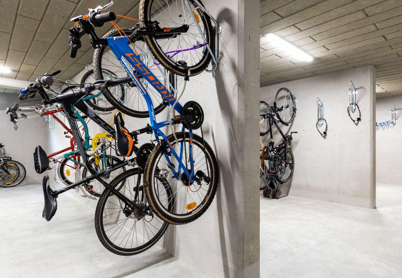 przechowalnia rowerów, mieszkanie, apartamentowiec, wnętrze, wynajem
