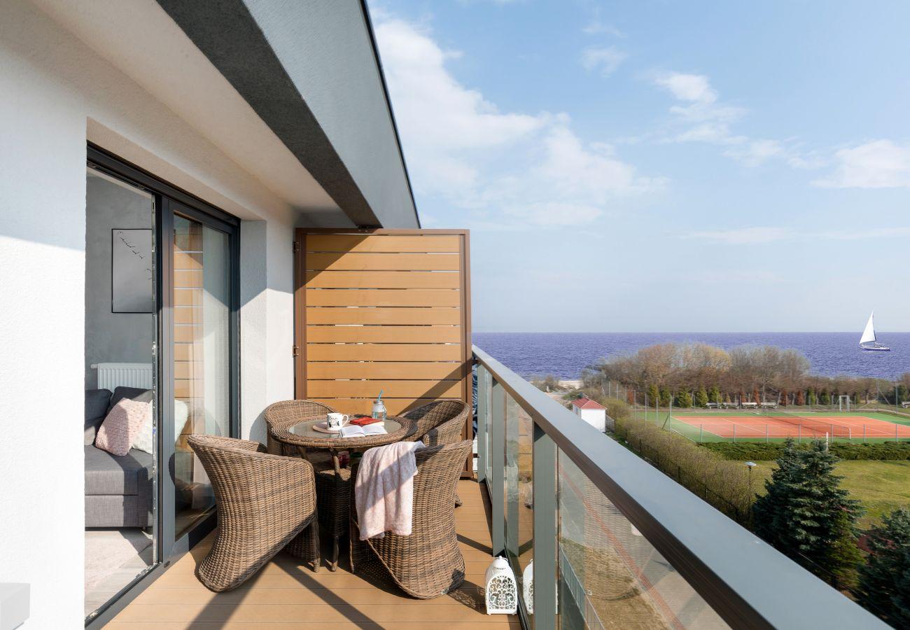 balkon, krzesła, stół, leżak, widok z balkonu, widok, mieszkanie, mieszkanie na zewnątrz, widok na morze, wynajem
