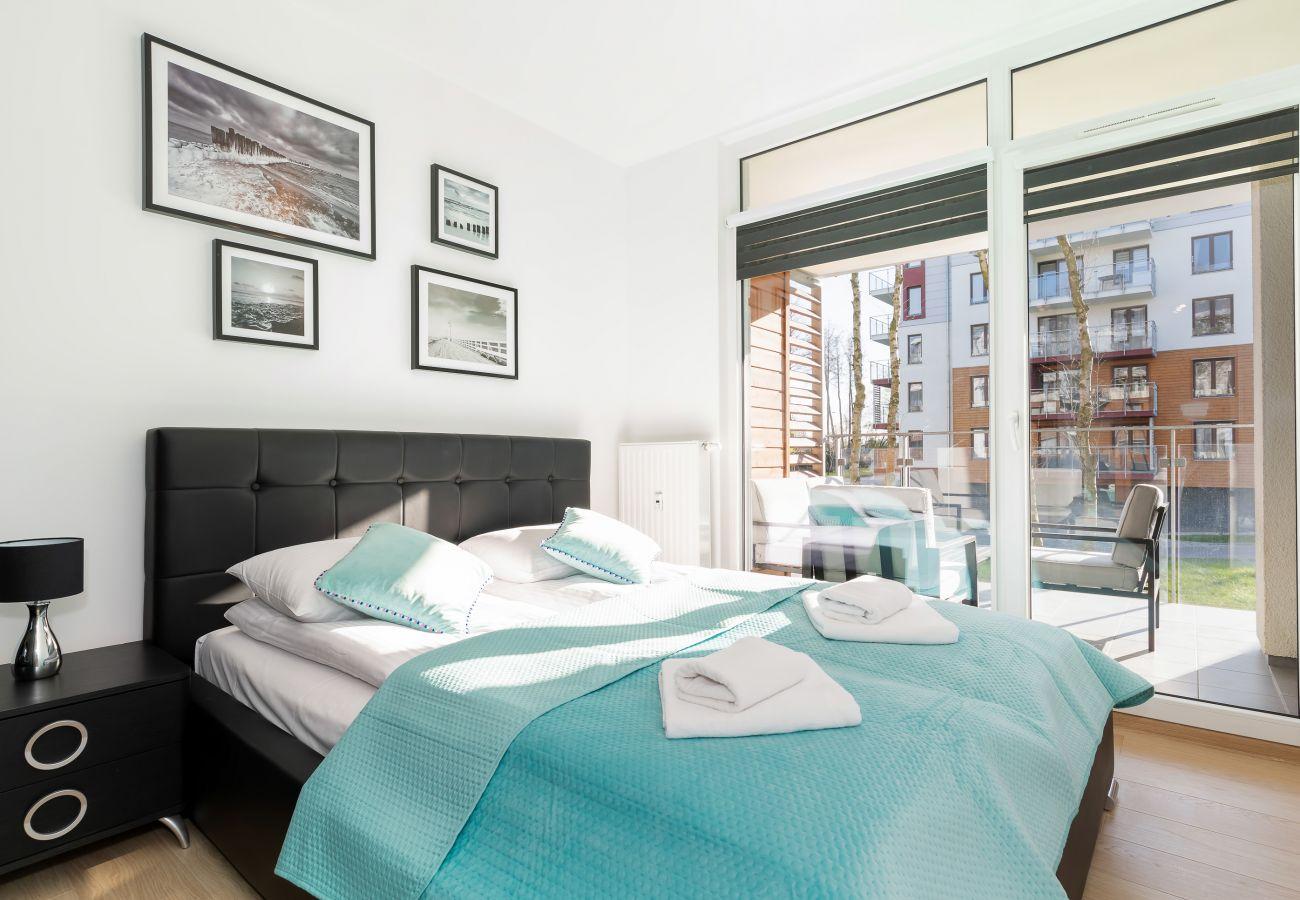 sypialnia, podwójne łóżko, szafa, pościel, poduszki, mieszkanie, wnętrze, wynajem