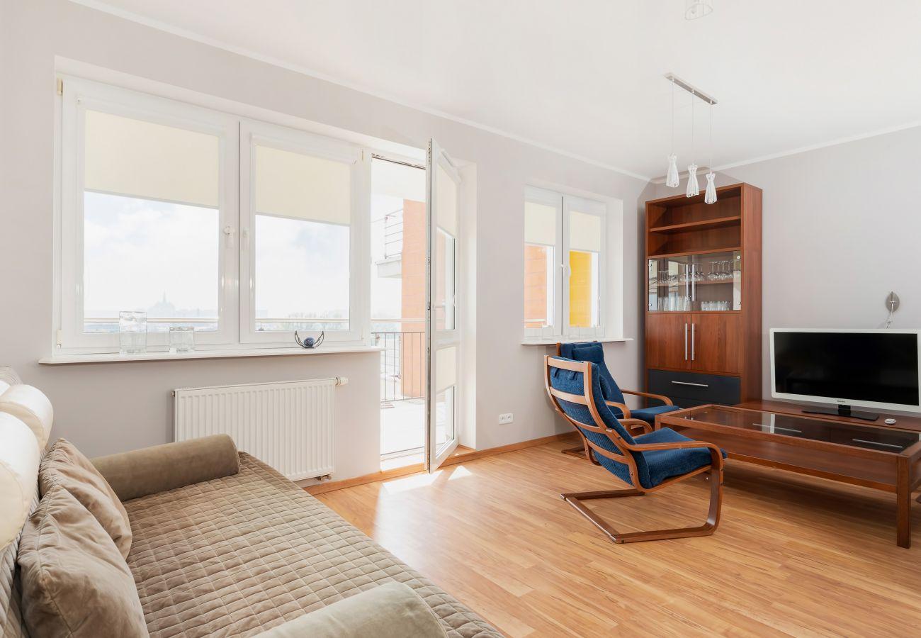 salon, fotel, stolik kawowy, telewizor, jadalnia, stół, krzesła, aneks kuchenny, apartament, wnętrze, wynajem