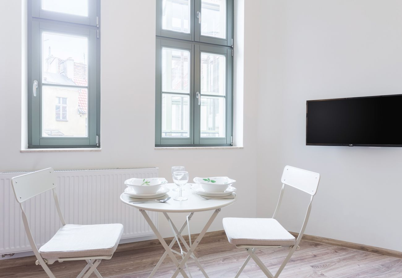 jadalnia, stół, krzesła, telewizor, mieszkanie, wnętrze, wynajem