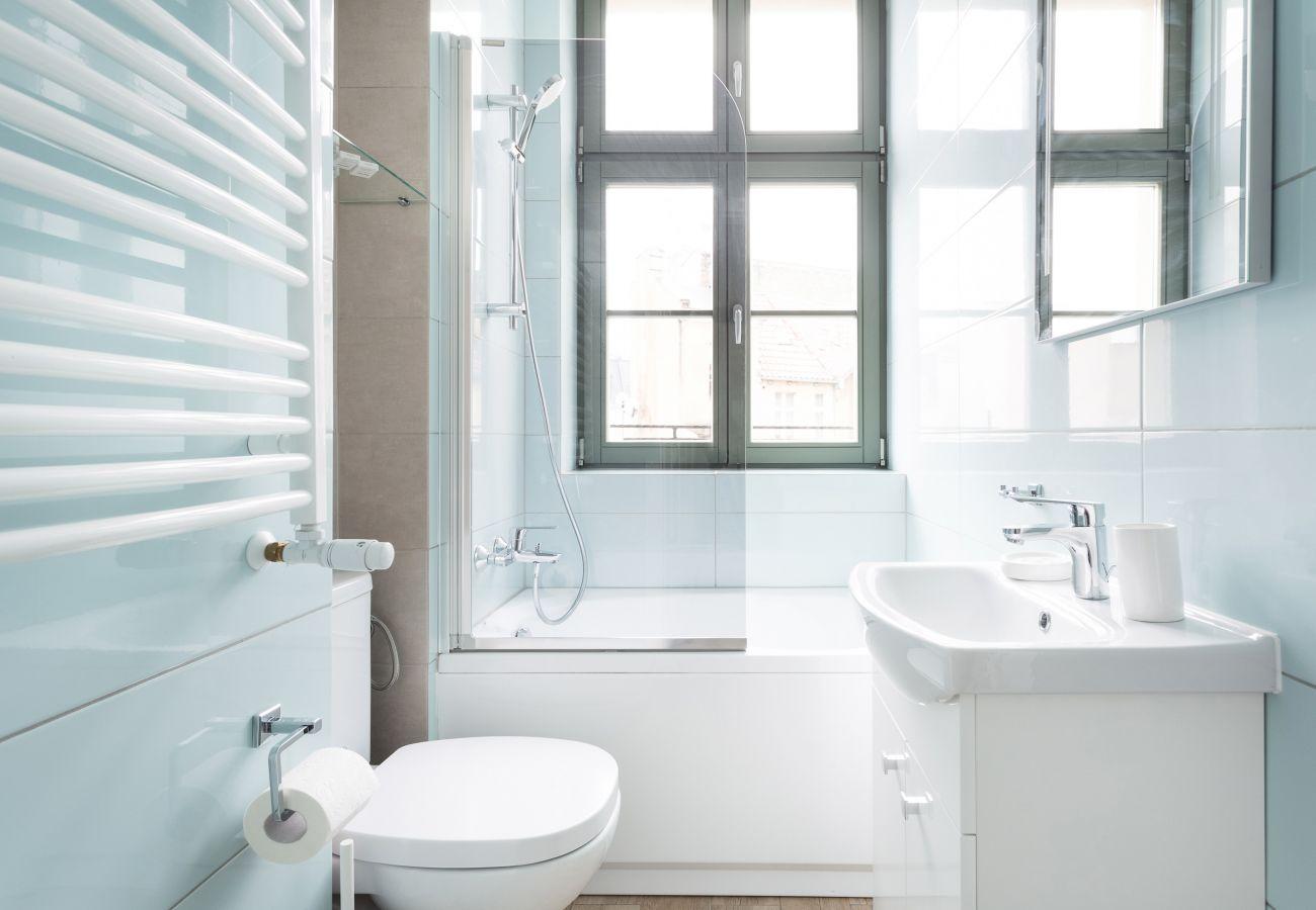 łazienka, wanna, umywalka, toaleta, lustro, pralka, mieszkanie, wnętrze, wynajem