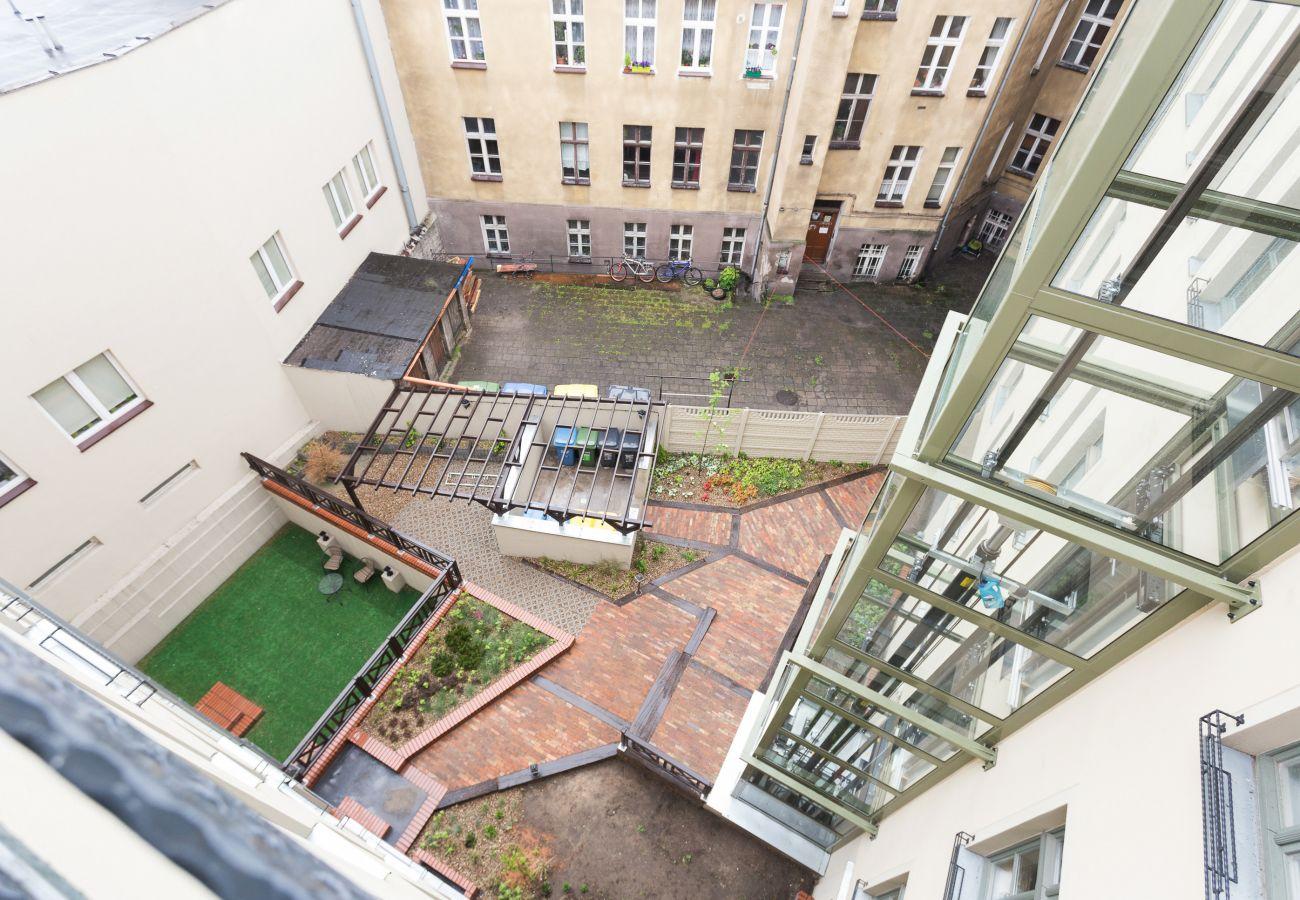 widok, widok z mieszkania, apartamentu, na zewnątrz apartamentowca, apartamentowca, na zewnątrz budynku mieszkalnego, wynajem