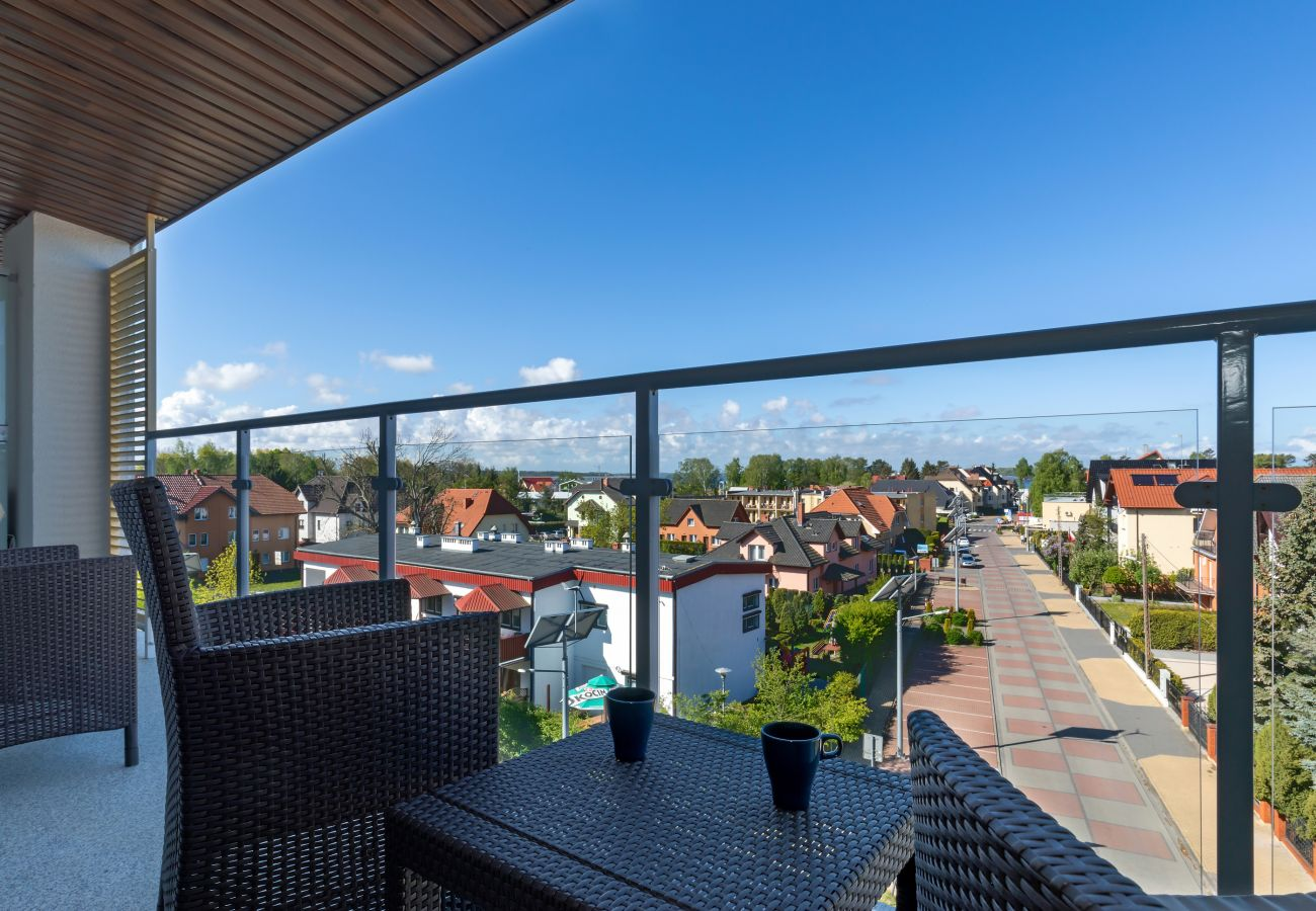 taras, krzesła, stół, widok z tarasu, widok, morze, widok na morze, widok na ulicę, mieszkanie, na zewnątrz, wynajem