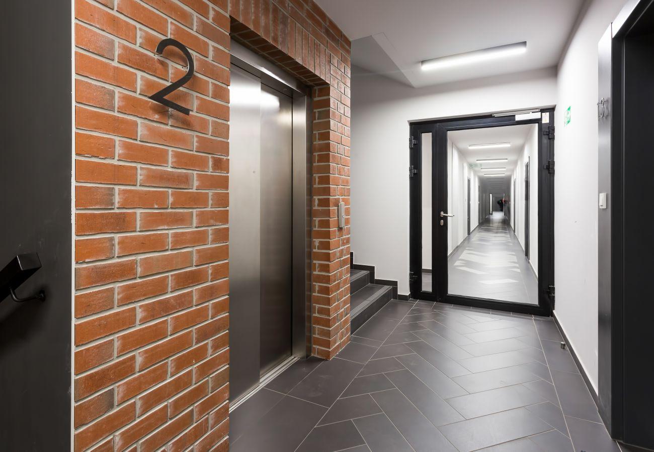 wnętrze, budynek mieszkalny, budynek mieszkalny wnętrze, apartament, korytarz, winda, wynajem