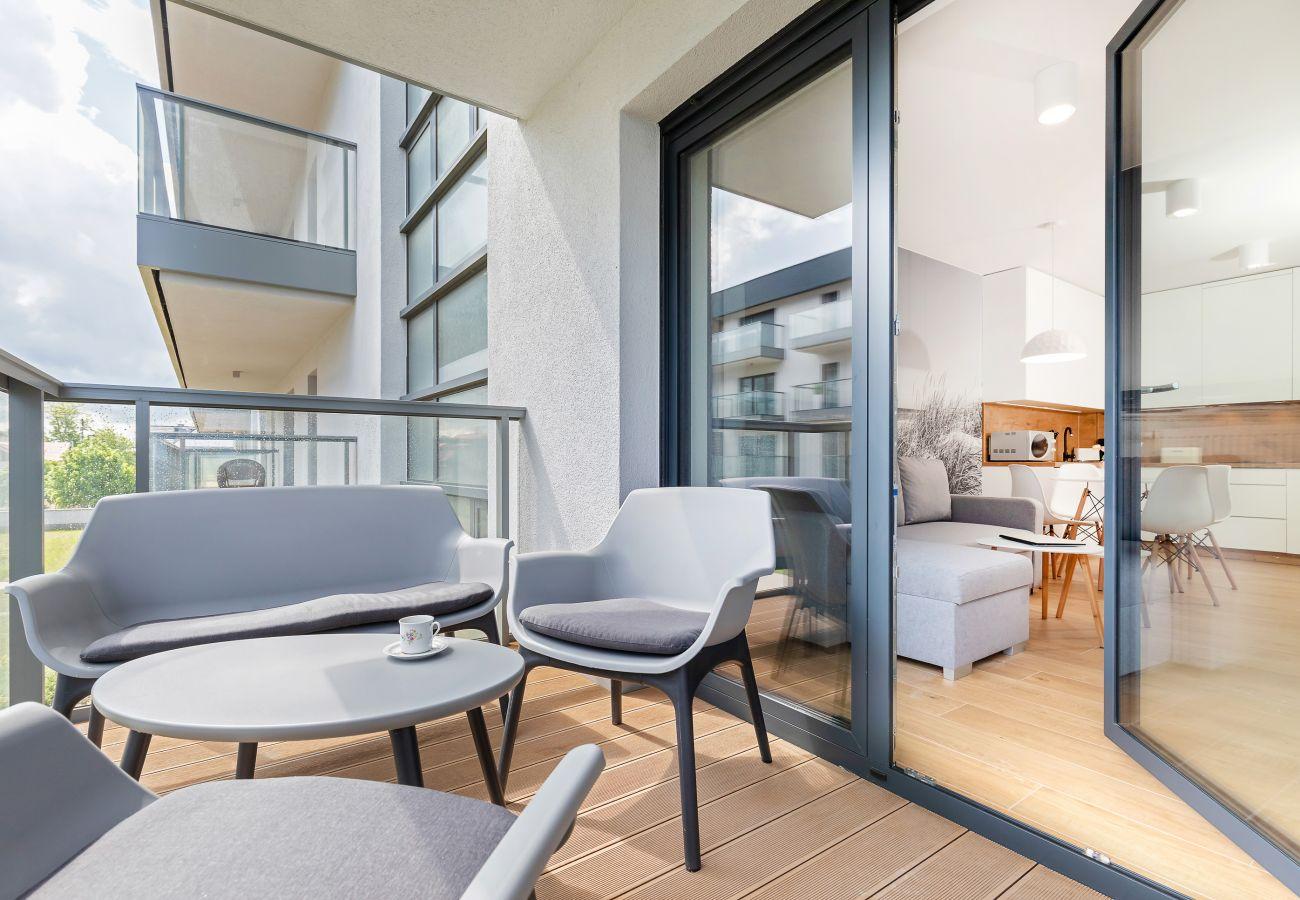 balkon, widok, widok z balkonu, widok z mieszkania, krzesła, stół, mieszkanie, na zewnątrz, wynajem