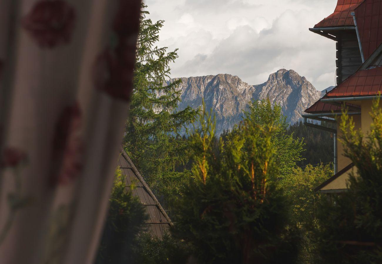 widok, widok z mieszkania, widok na góry, widok na las, mieszkanie, na zewnątrz mieszkania, wynajem