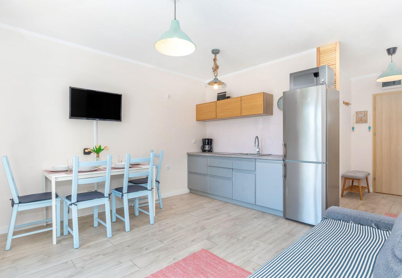 salon, sofa, jadalnia, stół, krzesła, telewizor, aneks kuchenny, apartament, wnętrze, wynajem