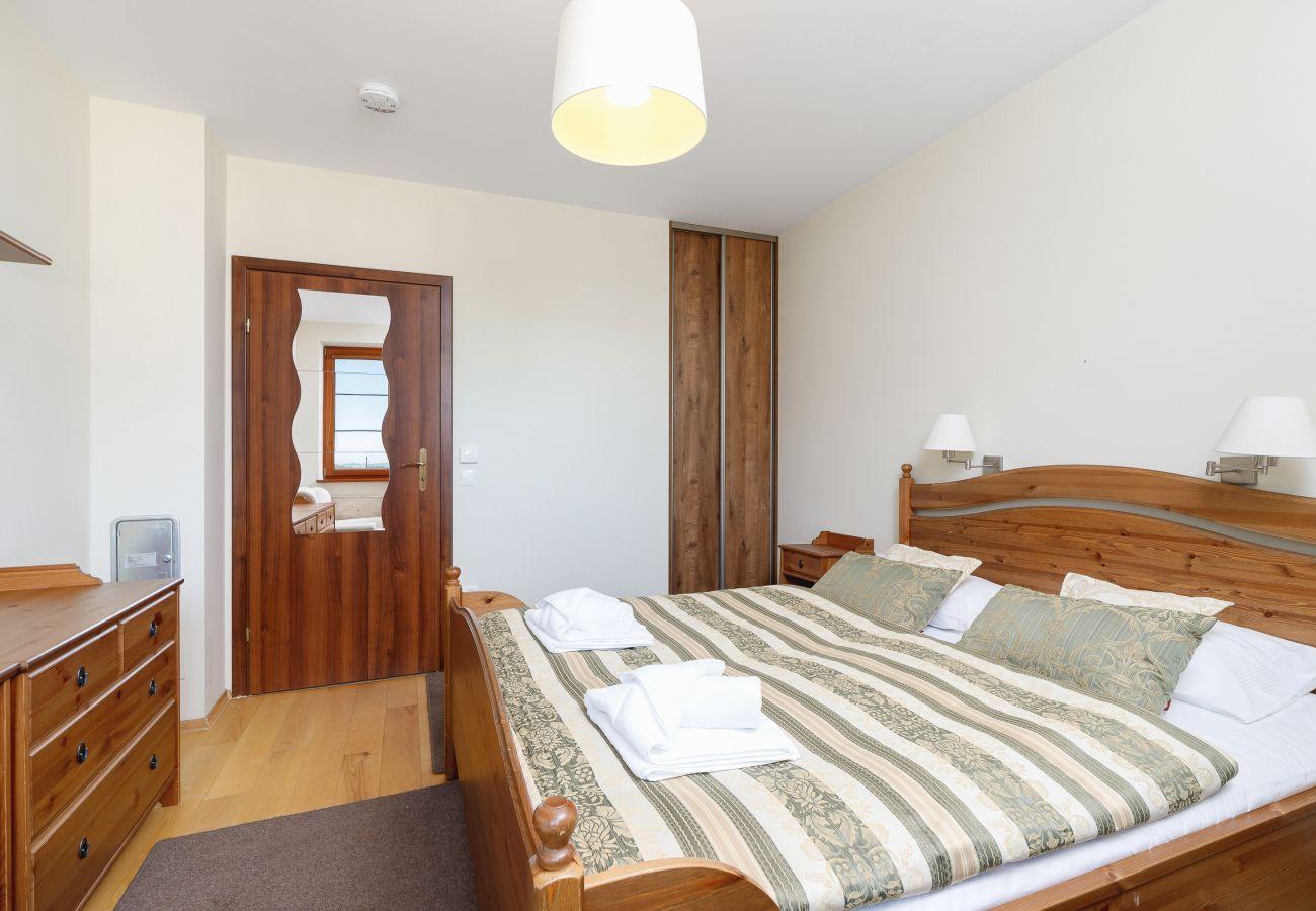 apartament, wynajem, sypialnia, Osada, Gubałówka, Zakopane, łóżko, pościel, góry