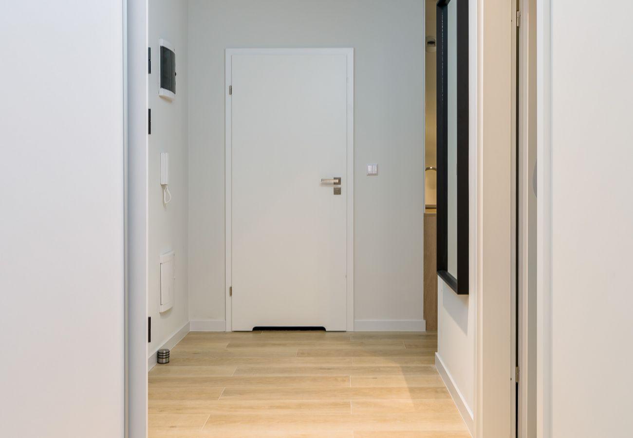 wnętrze, mieszkanie, wnętrze mieszkania, korytarz, wejście, wynajem