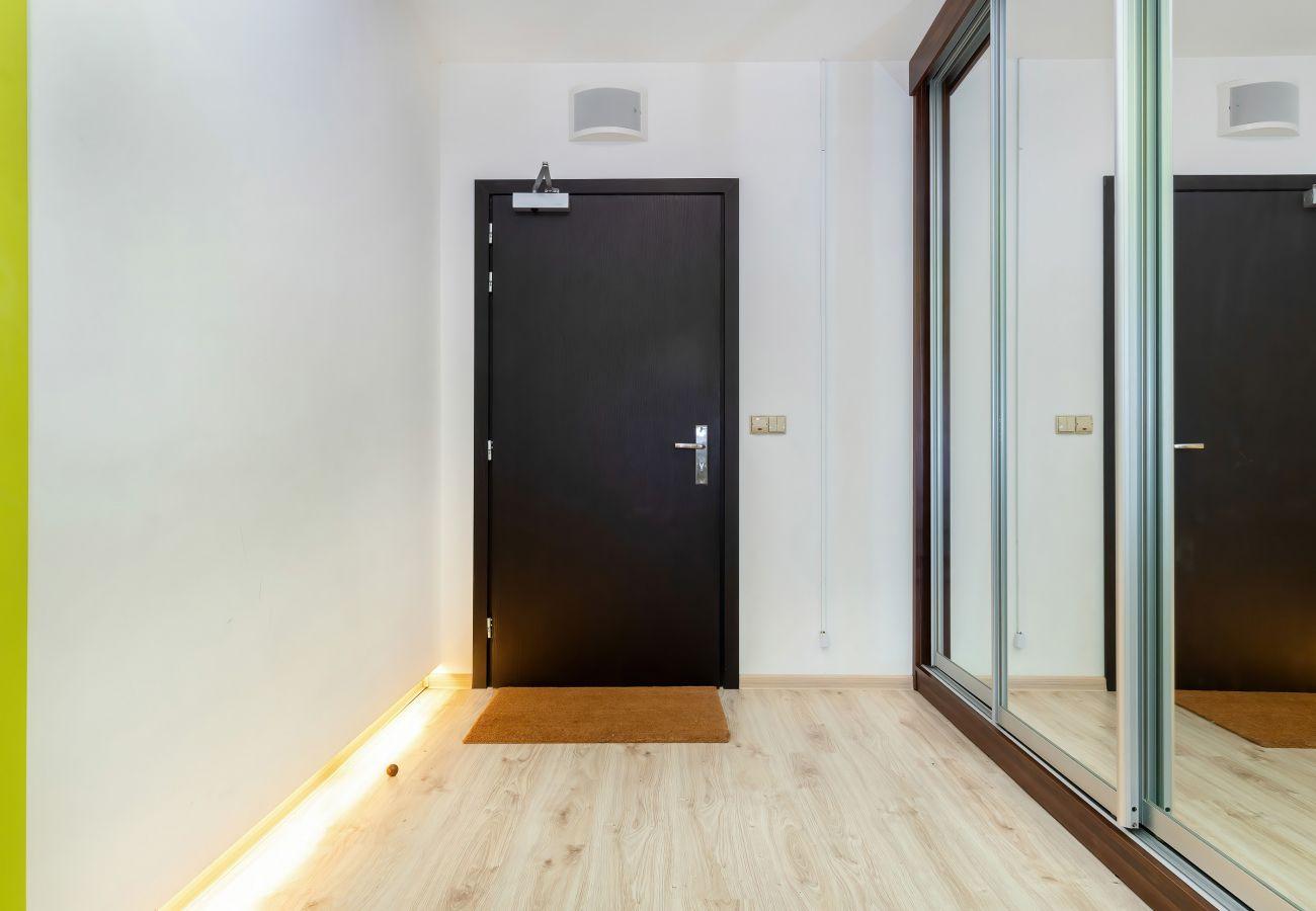 wnętrze, mieszkanie, wnętrze mieszkania, szafa, lustro, wejście, korytarz, wynajem