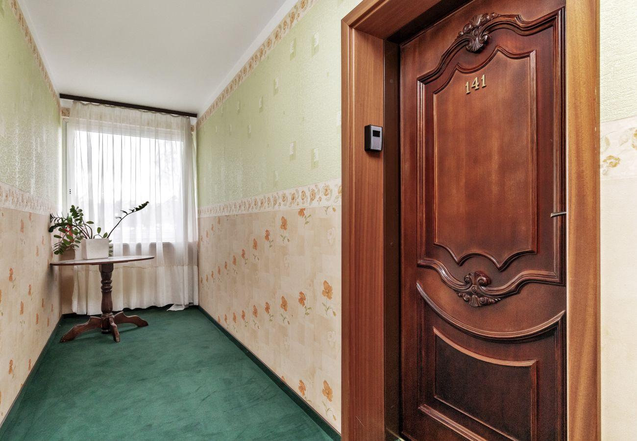 wnętrze, studio, apartamentowiec, apartamentowiec wnętrze, korytarz, winda, wynajem