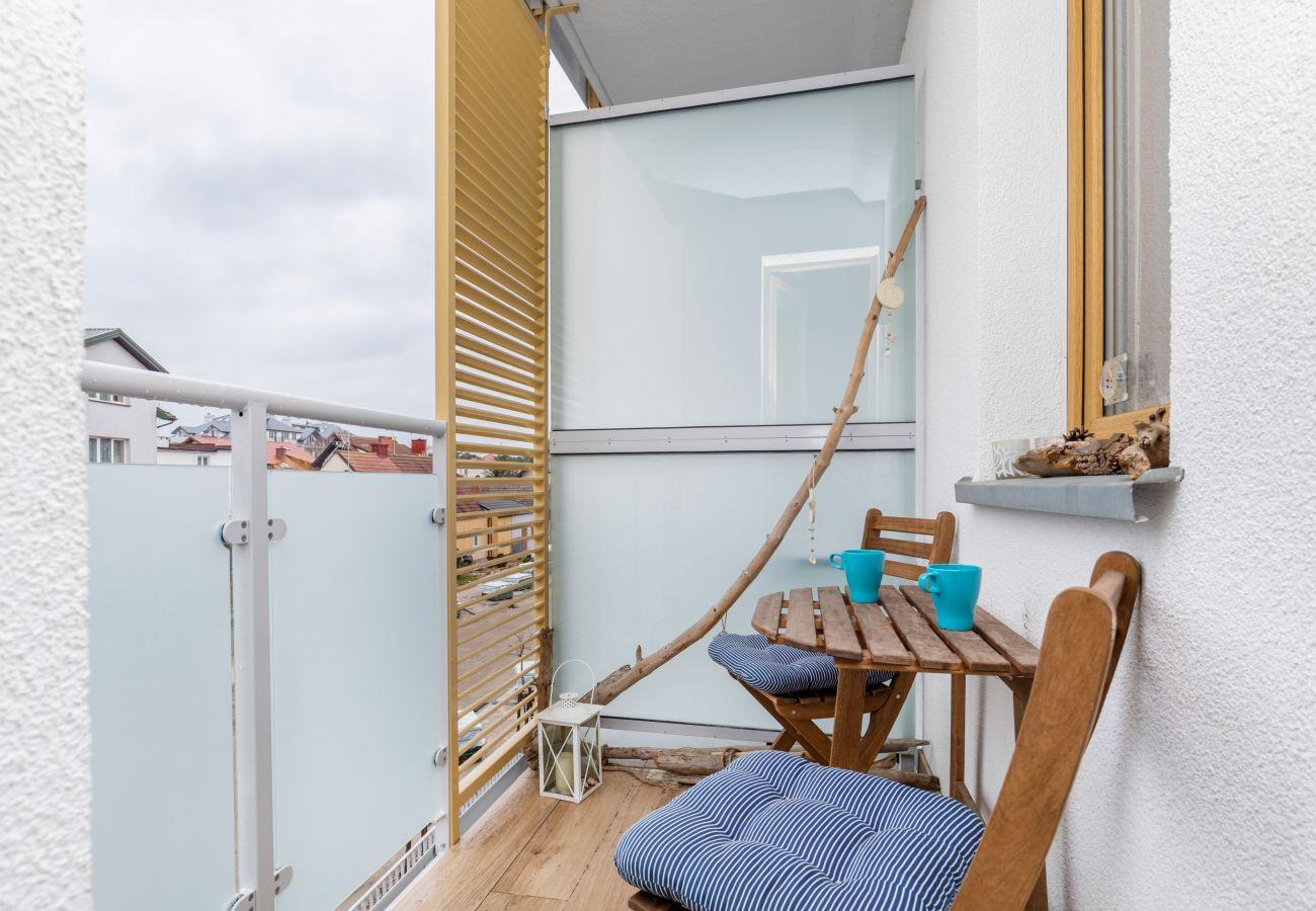 balkon, krzesła, stół, widok, widok z balkonu, widok z mieszkania, na zewnątrz, mieszkanie, wynajem