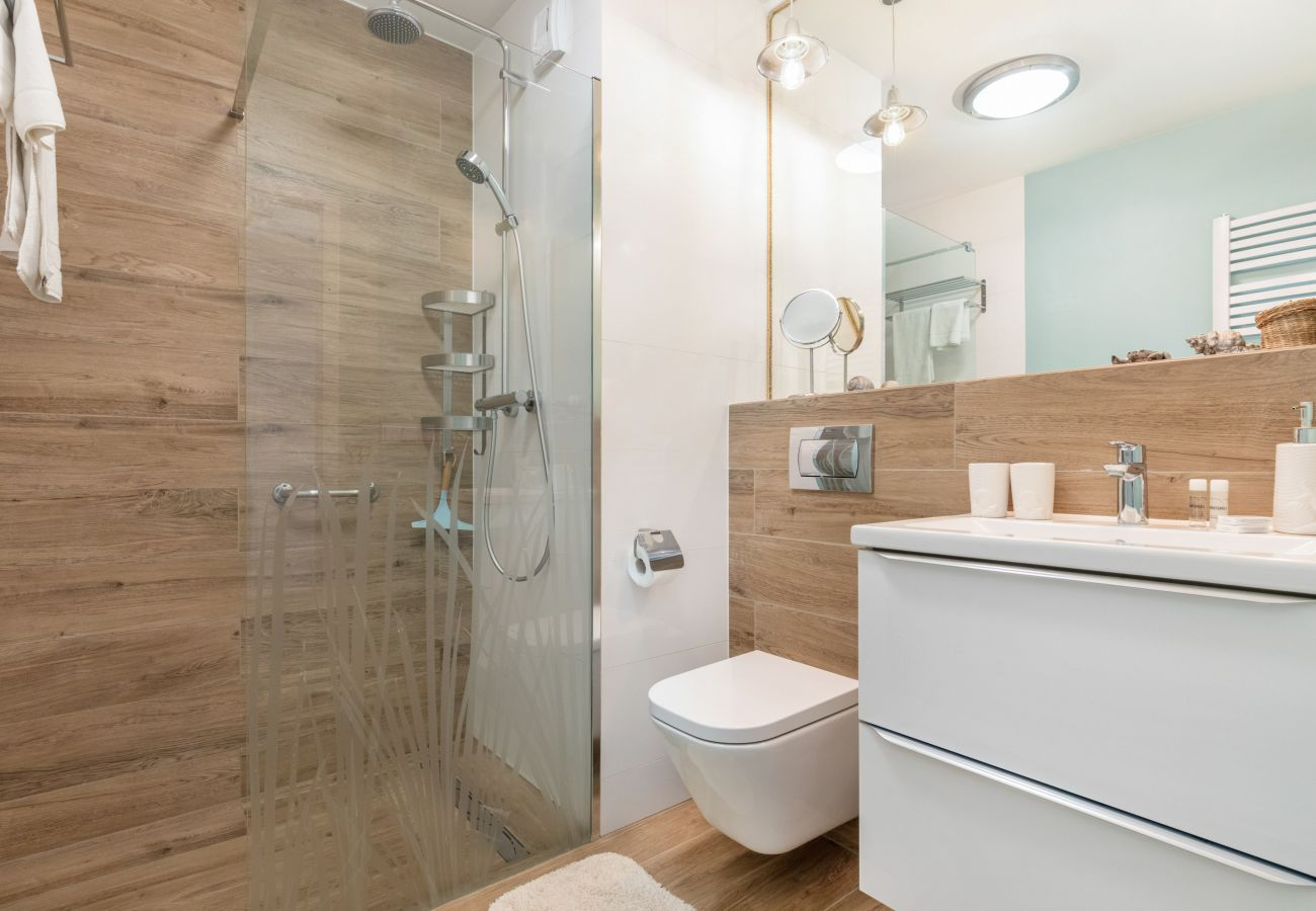 łazienka, prysznic, umywalka, toaleta, lustro, pralka, mieszkanie, wnętrze, wynajem