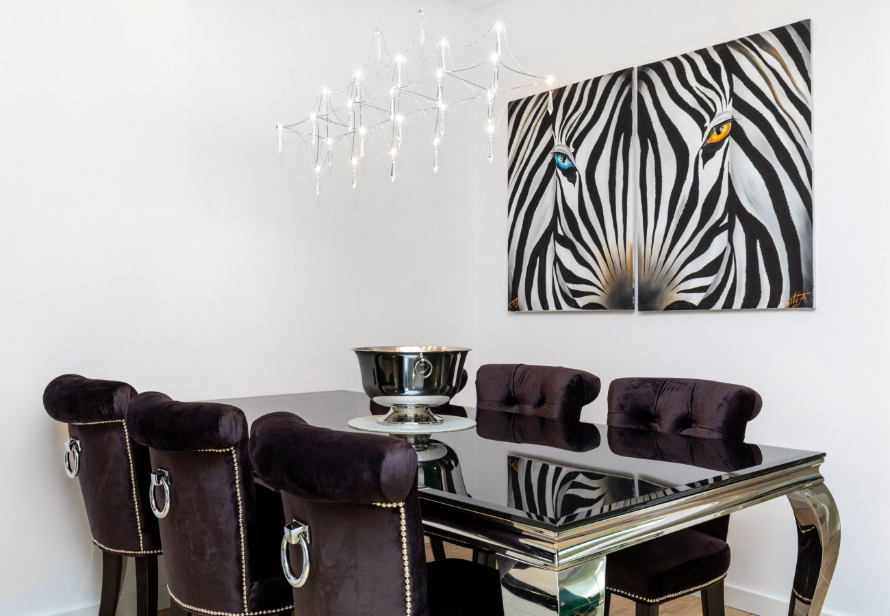 apartament, wynajem, jadalnia, stół, krzesła, wnętrze, Nadmorskie Tarasy, glamour