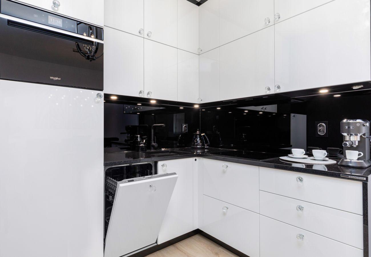 apartament, wynajem, kuchnia, lodówka, piekarnik, zmywarka, ekspres do kawy, wnętrze, Nadmorskie Tarasy, glamour