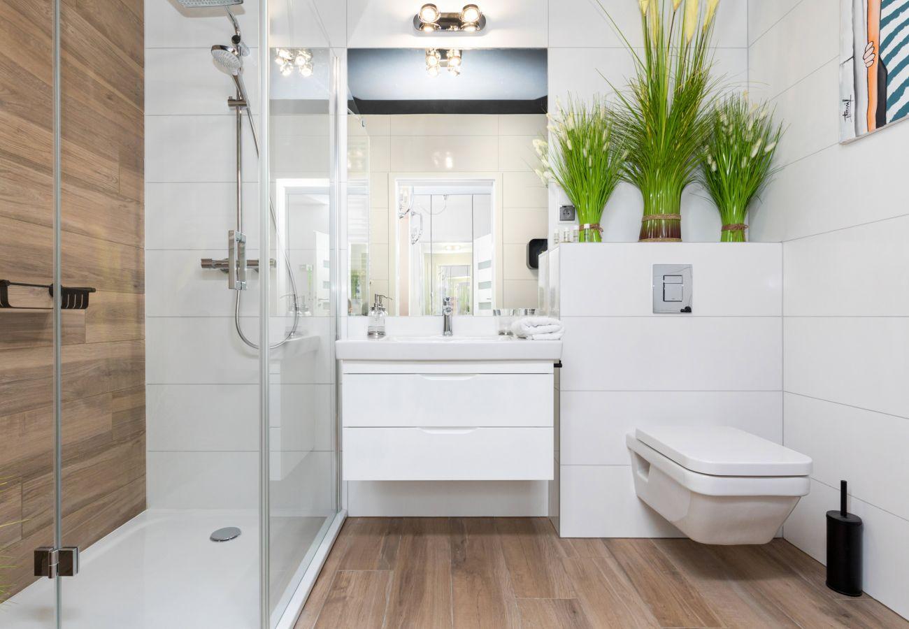 apartament, wynajem, łazienka, prysznic, pralka, toaleta, szlafrok, wnętrze, Nadmorskie Tarasy, glamour