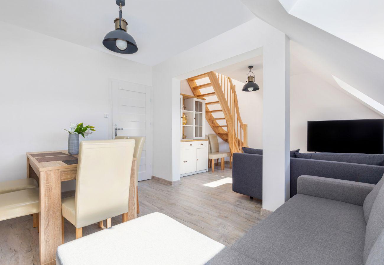 apartament, wynajem, salon, sofa, stół, krzesła