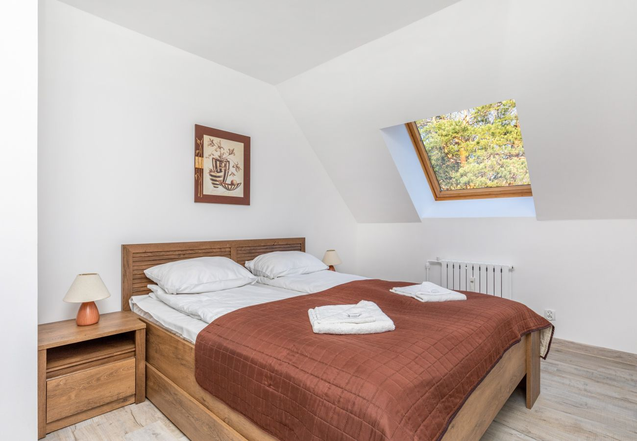 apartament, wynajem, sypialnia, łóżko podwójne, pościel, szafa