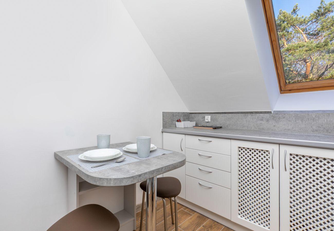 apartament, wynajem, kuchnia, stół, krzesła