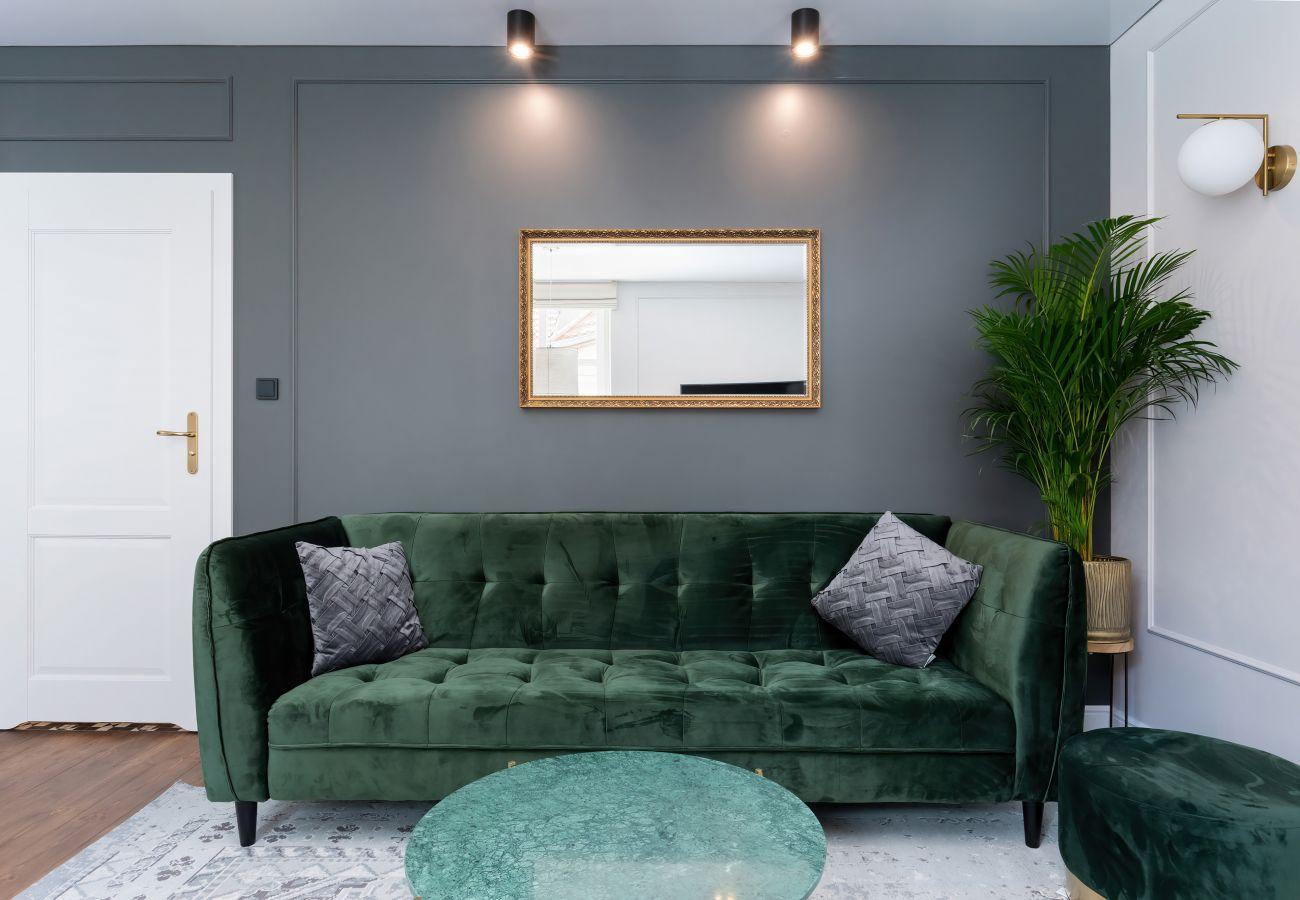 apartament, wynajem, sypialnia, sofa, stół, pościel, szafa, wnętrze
