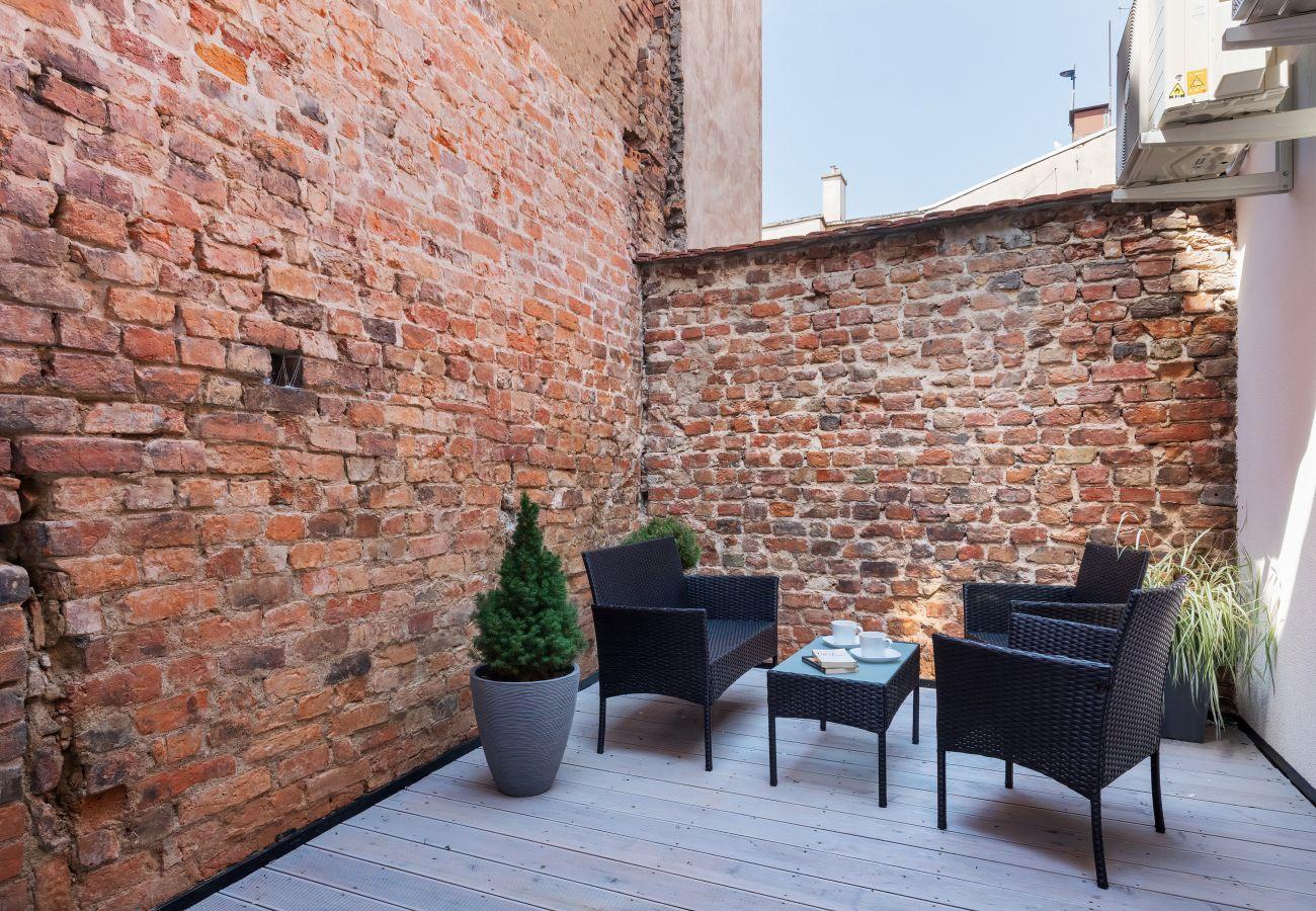 apartament, wynajem, taras, stół, krzesła, wnętrze, odpoczynek, wakacje