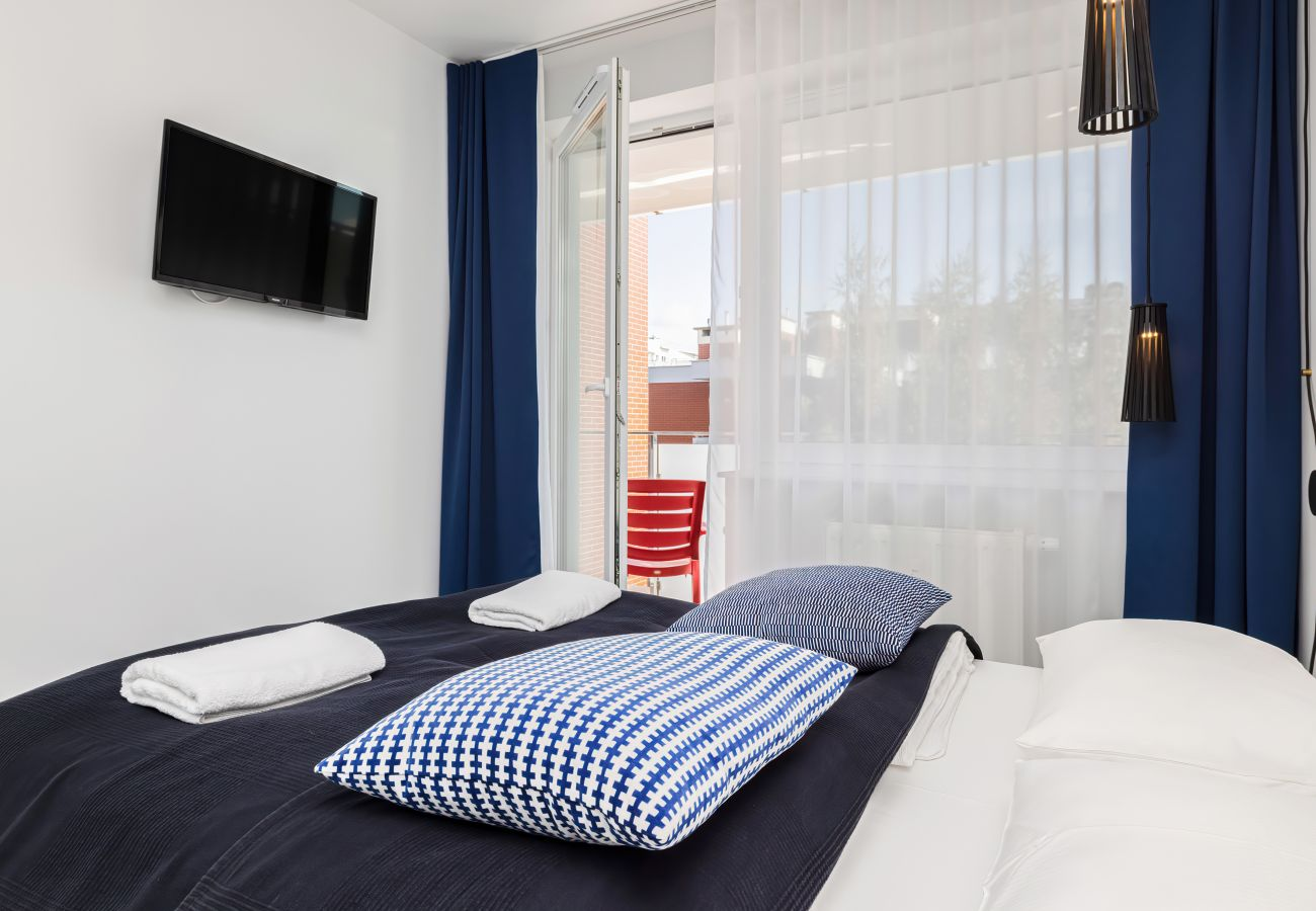 sypialnia, podwójne łóżko, poduszki, pościel, ręczniki, szafa, telewizor, wynajem, apartament