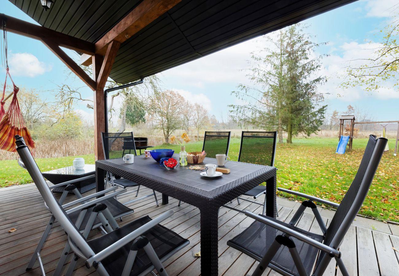 wynajem, dom wakacyjny, taras, meble ogrodowe, grill, plac zabaw, ogród, przyroda, odpoczynek