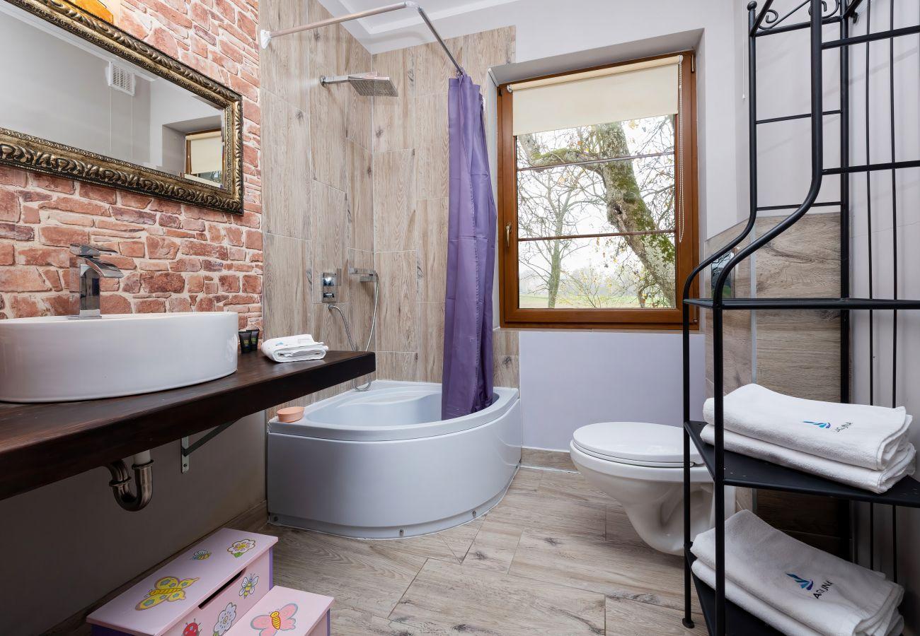 łazienka, prysznic, WC, umywalka, wynajem, ręczniki, dom wakacyjny