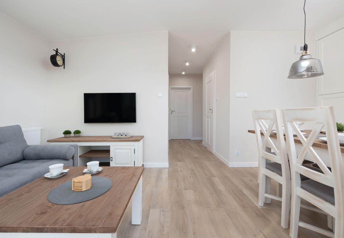 salon, jadalnia, aneks kuchenny, sofa, stolik kawowy, telewizor, apartament, wnętrze, wynajem