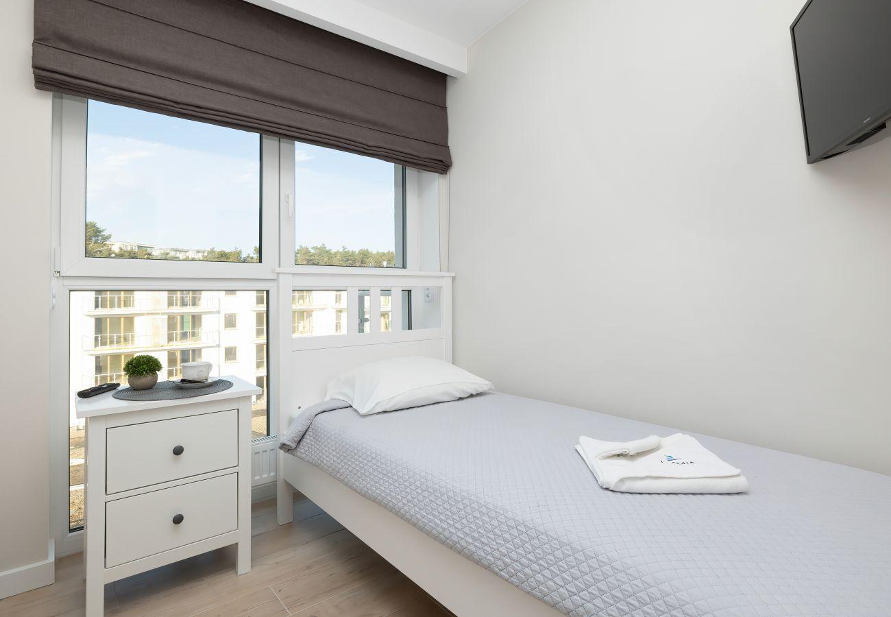apartament, wynajem, wnętrze, łóżko pojedyncze, pościel, telewizor