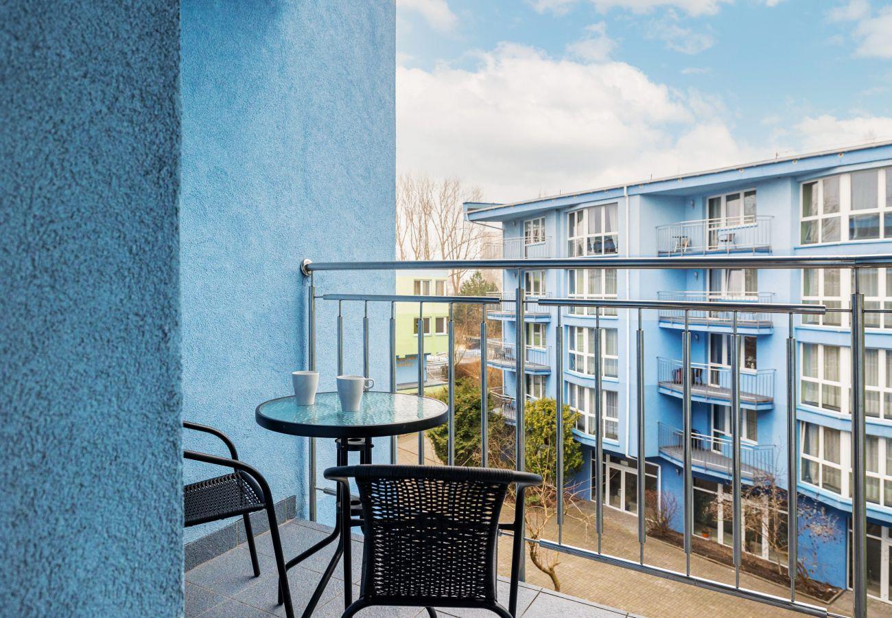 apartament, wynajem, balkon, stół, krzesła, odpoczynek, wakacje