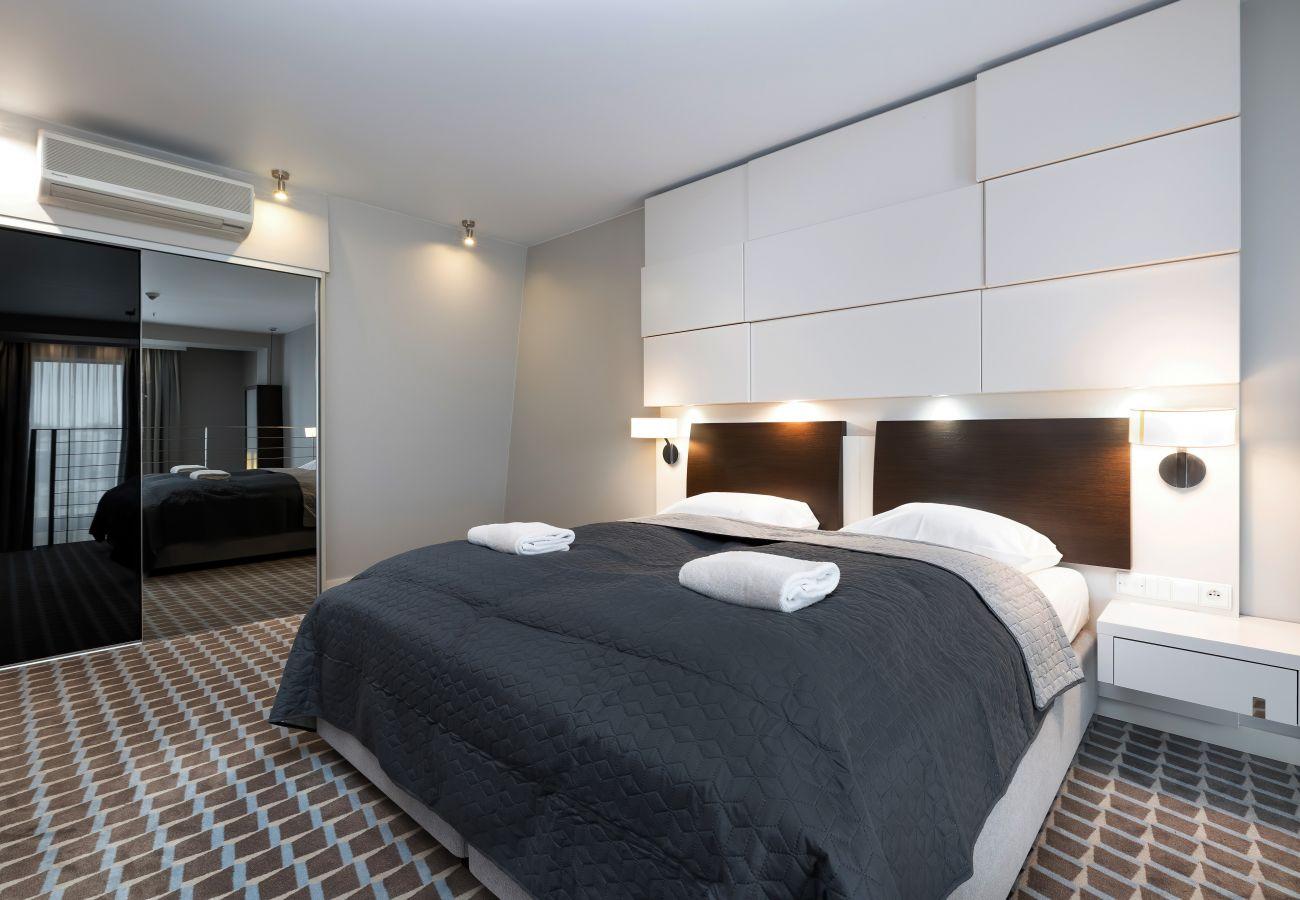 pokój, sypialnia, pościel, łóżko, szafa, wnętrze, wynajem, apartament, hotel, klimatyzacja