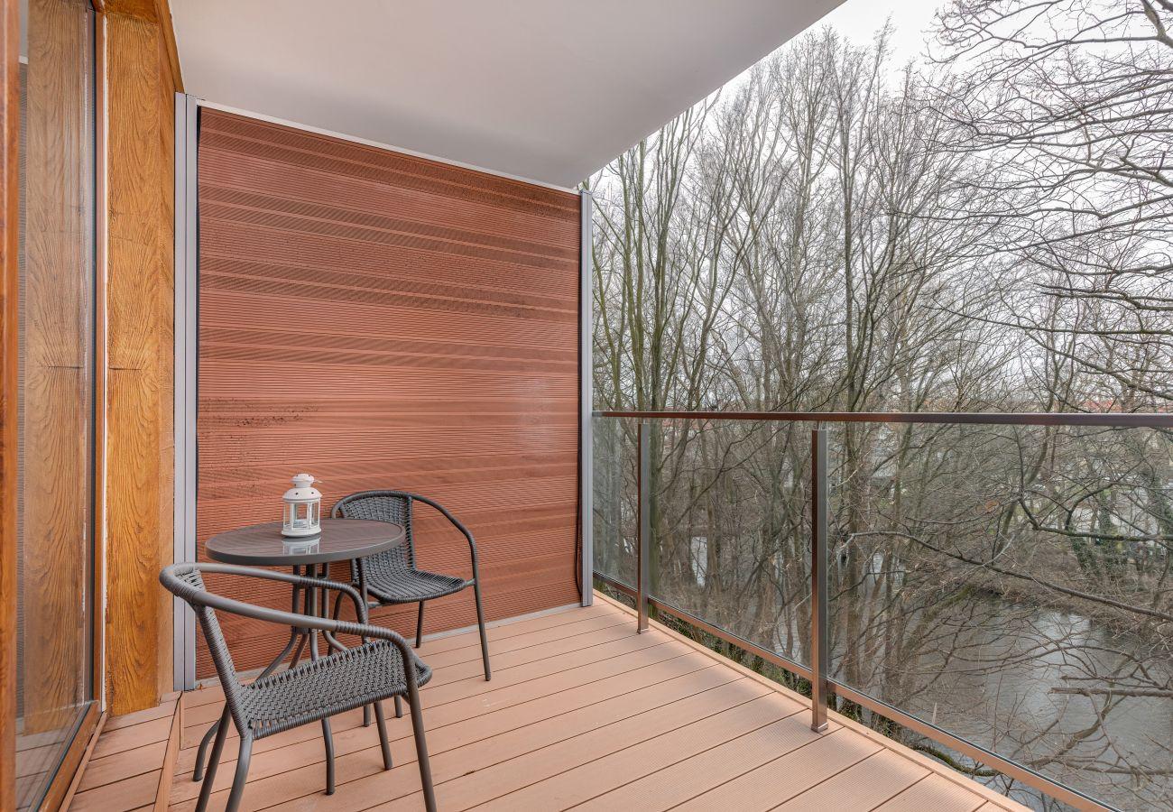apartament, wynajem, balkon, widok na las
